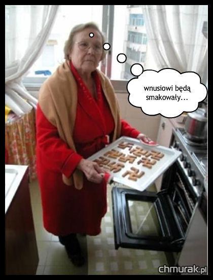 babcia robi ciasteczkowe swastyki