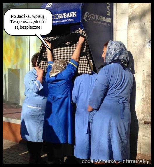 Obstawa przy bankomacie.